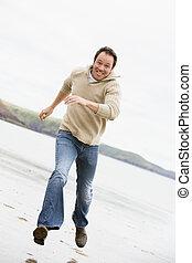 человек, бег, на, пляж, улыбается