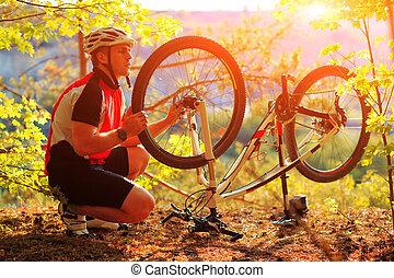 человек, велосипедист, ремонт, байк, против, синий, небо