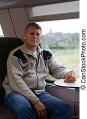 человек, идет, в, поезд, возле, , окно