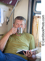 человек, идет, в, поезд, and, reads, , книга