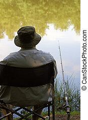 человек, ловит рыбу, старый, enjoys