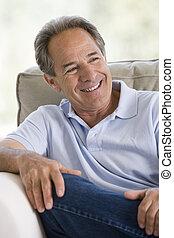 человек, сидящий, в, гостиная, улыбается