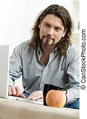человек, с помощью, портативный компьютер, компьютер