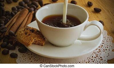являющийся, кофе, poured, молоко, кружка