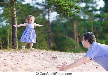 אבא, לשחק, ילדה, יער