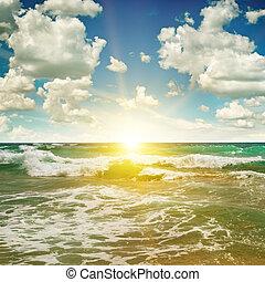 אוקינוס, חוף חולי, שמיים כחולים, ו, עלית שמש