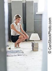 אור, מואר, אישה, ספרים, נורת חשמל