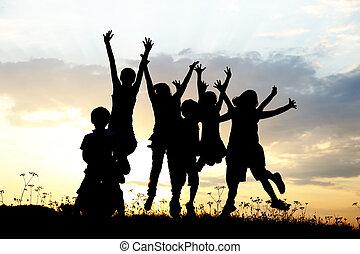 אחו, קבץ, צללית, שקיעה, קיץ, לשחק, ילדים, שמח