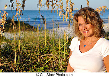 אטרקטיבי, אישה, על החוף, ב, עלית שמש