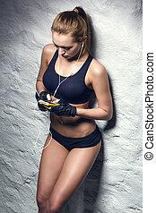 אטרקטיבי, כושר גופני, אישה, להקשיב למוסיקה