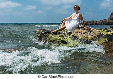 אישה, חוף ים, לשבת