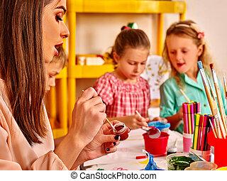 אישה, ילדים, גן ילדים, נייר, לצבוע, מורה