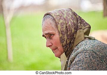 אישה ישנה, עם, מטפחת ראש