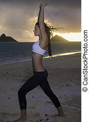 אישה, להתאמן, על החוף, ב, עלית שמש