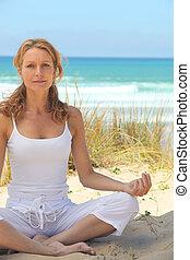אישה, לעשות, יוגה, על החוף