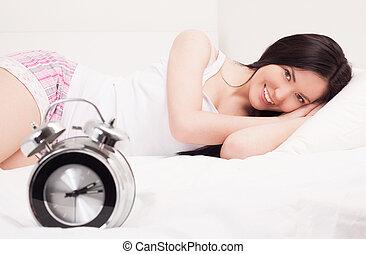 אישה, מיטה