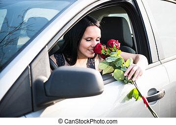 אישה, עם, ורדים, במכונית