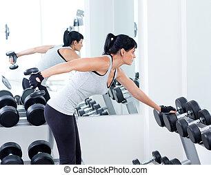 אישה, עם, משקל מאלף, ציוד, ב, ספורט, אולם התעמלות