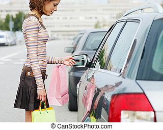 אישה, עם, שקיות של קניות