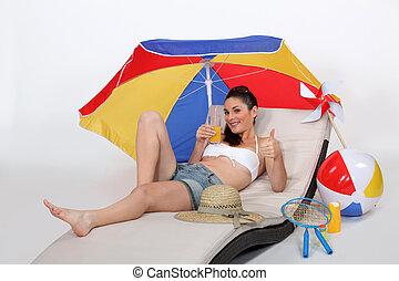 אישה צעירה, בחוף