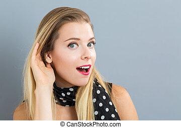 אישה צעירה, להקשיב