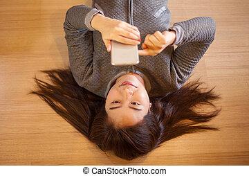 אישה צעירה, להשתמש, חכם, טלפן