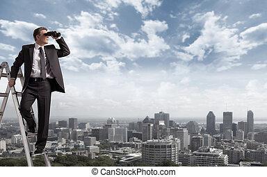 איש עסקים, binoculars.