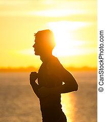 איש רץ, על החוף, ב, עלית שמש