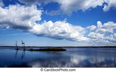 אי כחול, אגם קטן, נקי