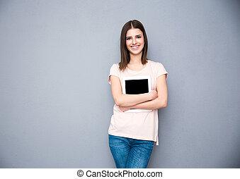 אפור, אישה מחזיקה, קדור, מעל, צעיר, מחשב, רקע, לחייך