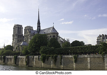 אצילה של נוטר, ב, פריז צרפת