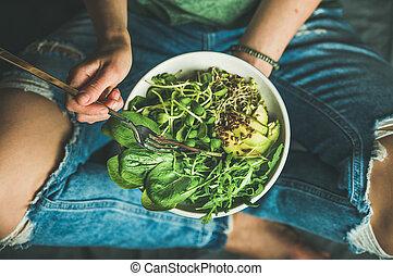 אראגאלה, תרד, אבוקדו, צמחוני, זרעים, נובט, ארוחת בוקר