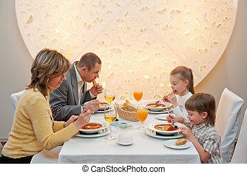 ארוחת ערב, מסעדה