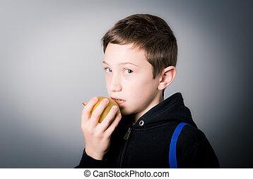 בחור, לאכול תפוח עץ