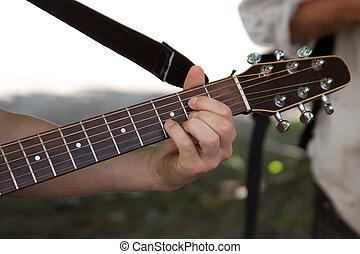 גיטרה משחקת