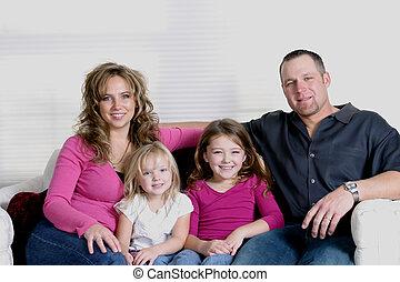 דמות, משפחה