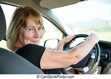 דמות, של, אישה בכירה, במכונית