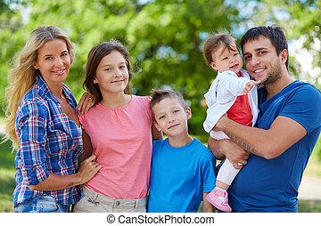 דמות של משפחה