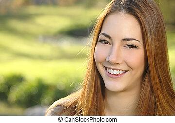 דמות, של, a, אישה, לבן, חייך, זהירות של השיניים