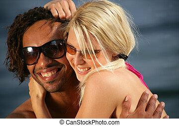 דמות, של, a, זוג צעיר, בחוף