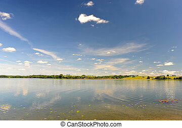 דממה, מים של אגם