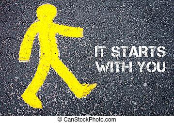 הולך רגל, הבן, ללכת בכיוון, זה, מתחיל, עם, אתה