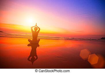 החף, אישה מהרהרת, sunset.