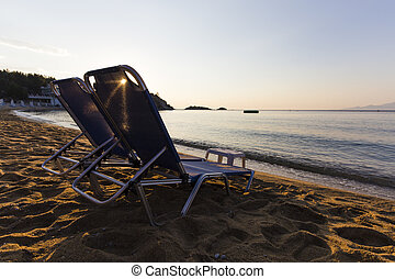 החף כסאות, ב, עלית שמש