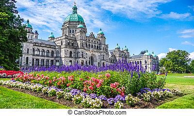 היסטורי, בנין של כנסת, ב, ווקטוריה, עם, פרחים צבעוניים, לפני...