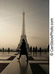 המגדל אייפל, ב, פריז