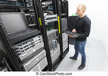 הנדס, datacenter, טוען, זה, שרתים