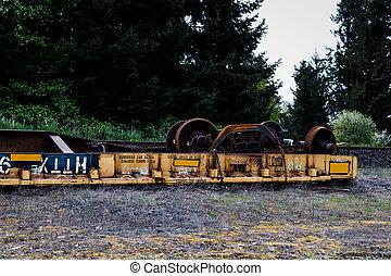 הפוך, derailed, מכונית של רכבת, *משקר/שוכב ליד, ה, מסלולים