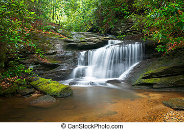 הרים כחולים, רכס, טבע, טשטש, עצים, עשיר, סלעים, השקה, ירוק, מפלים, לזרום, שלומי, סמן, נוף