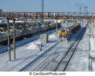 השלג הסרה, אלף, clears, רכבת, ב, ה, station., הרבה, של, מטען, מכוניות, ו, שמן, טנקים, ב, ה, back., בהיר, חורף, יום, somewhere, ב, siberia.